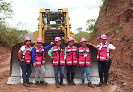 La maquinaria pesada que mejora las vidas de las mujeres en Nicaragua
