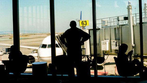 ¿Por qué nos conviene la sobreventa de pasajes aerocomerciales?