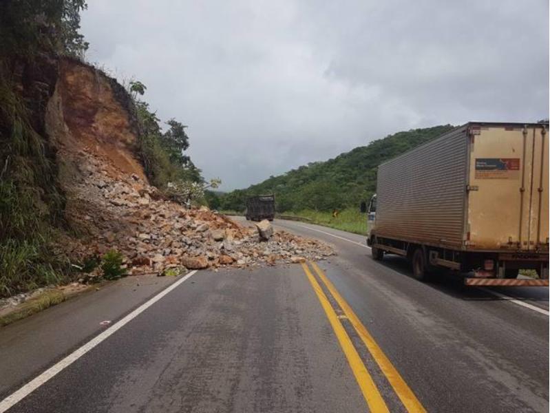 Deslizamiento de tierra - BR-070, Mato Grosso, Brasil. Crédito: DNIT/ revelación.